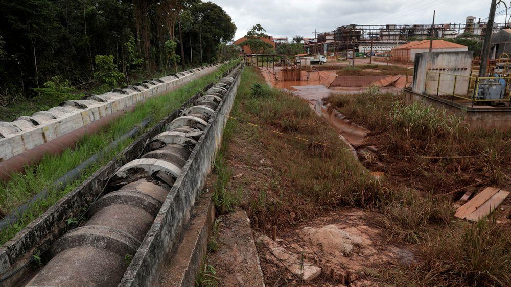 Rørene går fra bauxitt-avleiringene til vannbehandlingsstasjonen ved Norsk Hydros aluminiumsraffineri, Alunorte, i Barcarena, Brasil.
