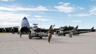General på promotur: Trenger teknikere for å holde alle de nye flyene og helikoptrene i lufta