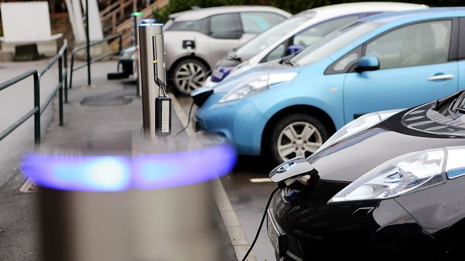 TØI-rapport: Moms på elbiler vil halvere salget