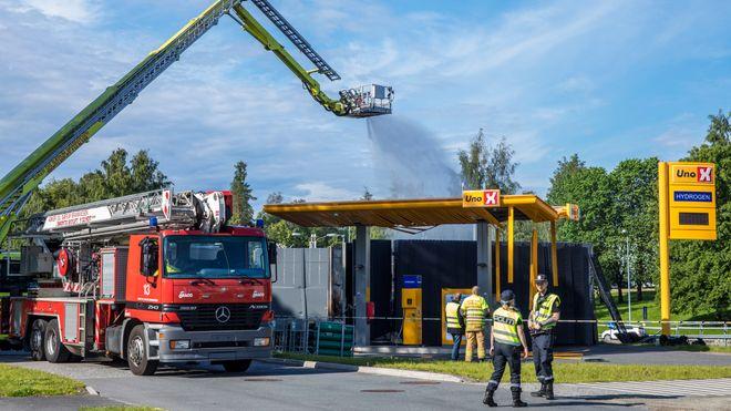 Underselskaper av hydrogenselskapet Nel er ilagt bøter på til sammen 25 millioner kroner etter at en hydrogenstasjon i Sandvika eksploderte i juni 2019.