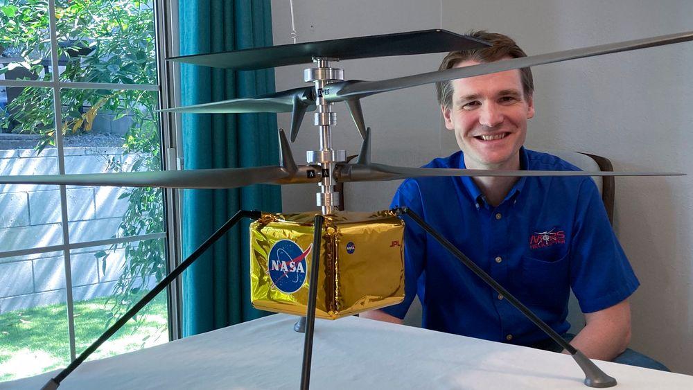 Trønderen Håvard Fjær Grip leder det historiske forsøket på å fly for første gang på en annen planet. Det lille helikopteret er 1,8 kilo tungt, og de to rotorene er 1,2 meter lange. De må rotere i mye høyere hastighet enn det som er vanlig på jorda fordi det er mye tynnere luft på Mars.