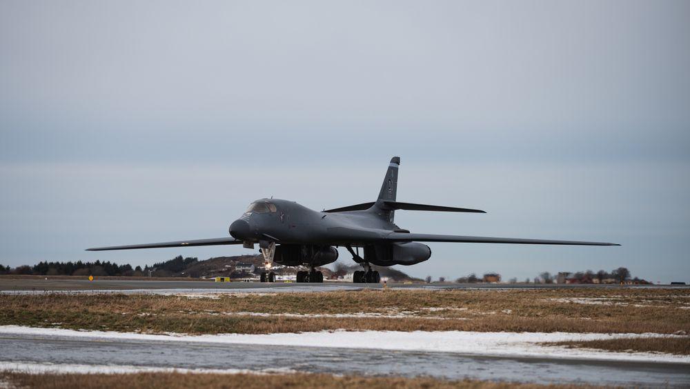 Det første B-1B Lancer-flyet landet på Ørland flystasjon i 13-tida mandag.
