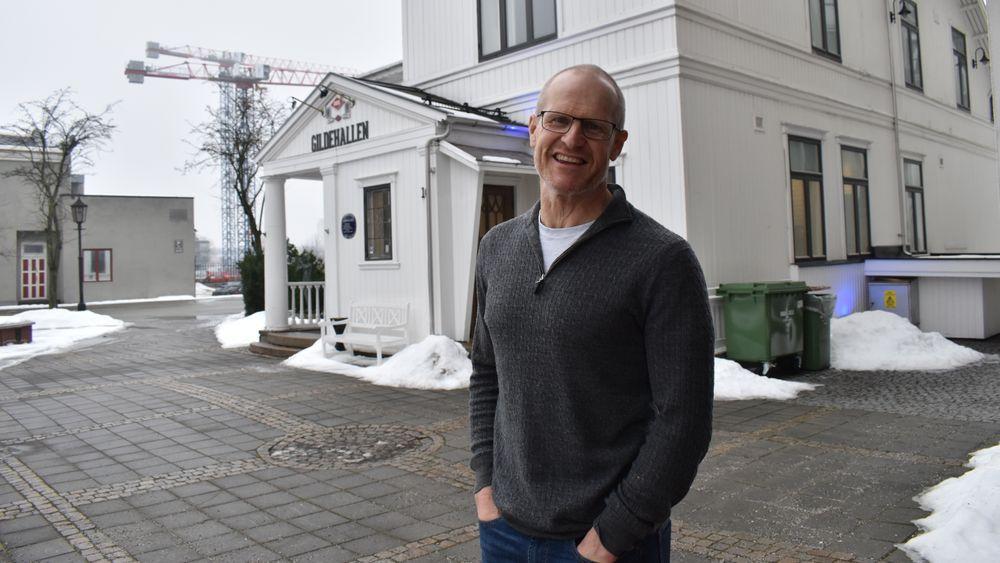 Erik Sterud skal være med på å designe verdens største settefiskanlegg.