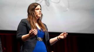 Torhild Anita Sørengaard forsker på søvnplager og utbrenthet hos arbeidstagere i samfunnskritiske yrker under pandemien.