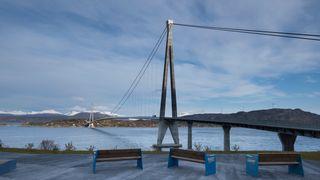 Deler fra Hålogalandsbrua løsnet og falt i vannet:– Aldri sett liknende skade