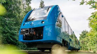 Etter at Alstom lanserte hydrogentoget Coradia iLint på en tranportmesse i Berlin i 2016 siden har interessen for drivstoffet vokst. Særlig godstransport på Nordlandsbanen er godt egnet for bruk av grønn hydrogen, mener forfatterne.