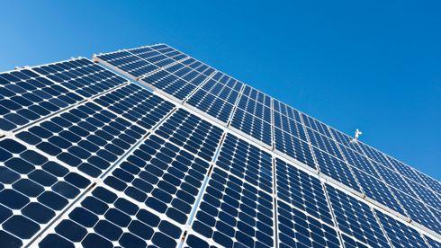 Det internasjonale energibyrået har i alle år undervurdert veksten i fornybar energi, men selv de spår at solceller vil stå for en firedel av verdens installerte kapasitet innen 2040 med dagens politikk, skriver forfatterne.