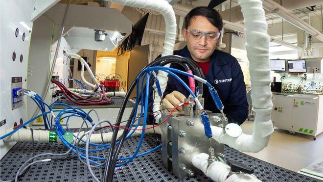 Enorm interesse for hydrogen: Tynnere membran gjør elektrolysen billigere