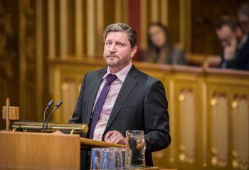 Stortingsrepresentant Christian Tybring-Gjedde (Frp) sier salget av skipsmotorselskapet Bergen Engines til russisk eierskap kan tvinge fram et mistillitsforslag i Stortinget. Arkivfoto: Ole Berg-Rusten / NTB