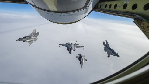 Slik ser det ut når norske F-35A for første gang får drivstoff fra et Airbus-fly
