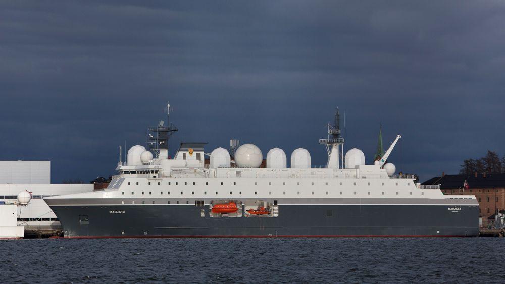 Motorer fra fabrikken som skal selges til et russisk selskap, står for fremdriften i flere norske marinefartøy, inkludert etterretningsskipet Marjata.