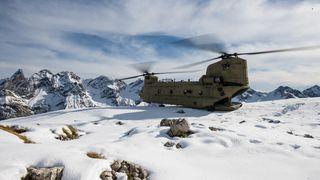 Det ikoniske tandemrotor-helikopteret lanseres for Norge: – Hæren trenger løftekapasiteten og rekkevidden, mener Boeing