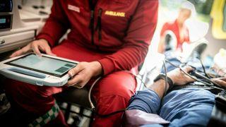 Det norske systemet lar sykehuset følge pasienter mens de ligger i sykebilen. Nå er de kjøpt opp