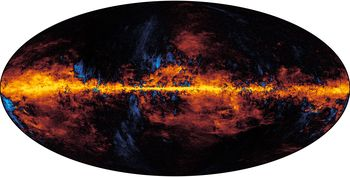 Det er faktisk et stort støvlag fra galaksen vår som legger seg som et teppe foran den kosmiske bakgrunnsstrålingen. Dette er støv i galaksen som blir varmet opp av nærliggende stjerner. Når støvet vibrerer, sender det ut lys. For at astrofysikerne skal kunne se den kosmiske bakgrunnsstrålingen, må de filtrere bort alt dette støvet. Det er en omfattende jobb.