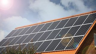 Bly er forbudt – unntatt i solceller: – Vil bli et stort miljøproblem
