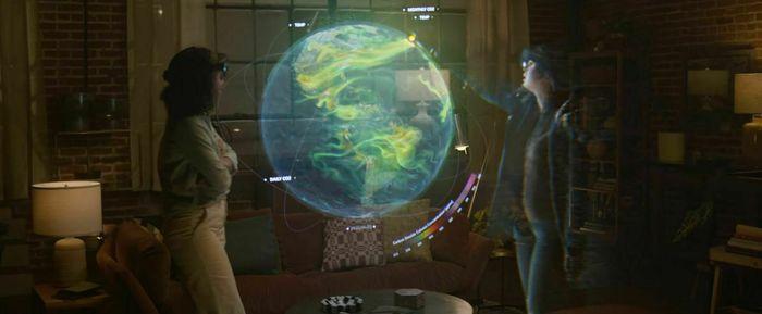 To personer ser på en virtuell jordklode ved hjelp av Microsoft Mesh og Hololens.
