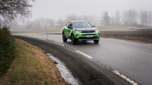 Opel sin nye elbil er ikke best på noen ting – men totalpakka er overbevisende