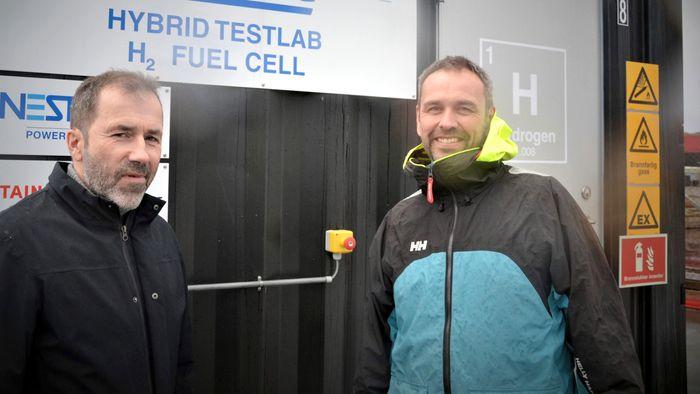 Westcon Power and Automation leverer kontroll og styringssystem til MF Hydra. Prosjektleder hos Westcon Power and Automation Pål Eide, til venstre og avdelingsleder Otto Koch.