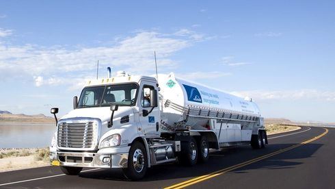 Linde Gas skal levere hydrogen til MF Hydra. Hver tankbil skal kunne ta med seg tre tonn med flytende hydrogen fra Leipzig i Tyskland.