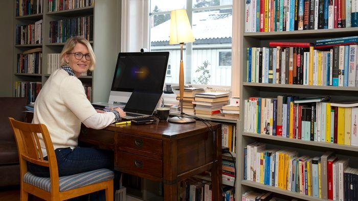 For ett år siden var det nok ingen som så for seg at jobben skulle flyttes hjem. I Telenor er de allerede i gang med å tenke nytt og mer fleksibelt om framtidas arbeidsplass, ifølge HR- og bærekraftdirektør i Telenor, Cecilie Heuch.