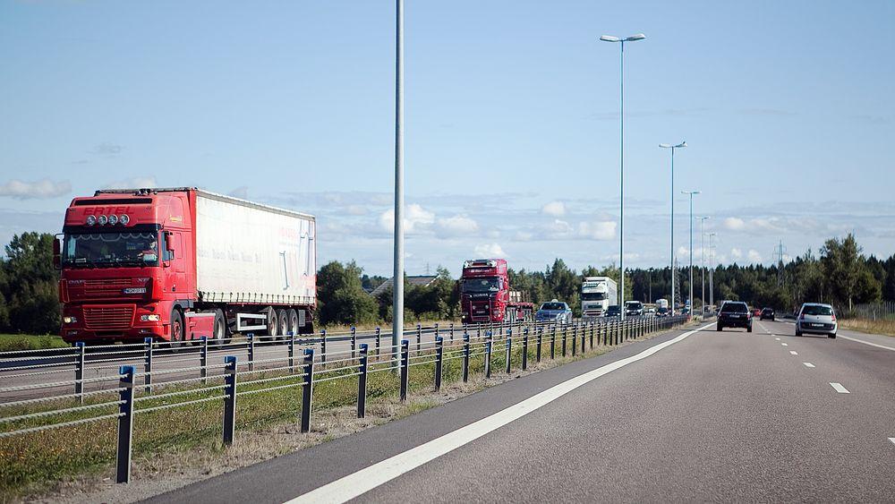 Samferdselsminister Knut Arild Hareide (KrF) ønsker å øke fartsgrensene på motorveiene for å redusere trafikkfarlige situasjoner.