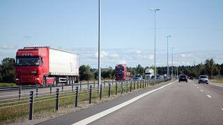 Hareide vil øke fartsgrensene på motorveiene