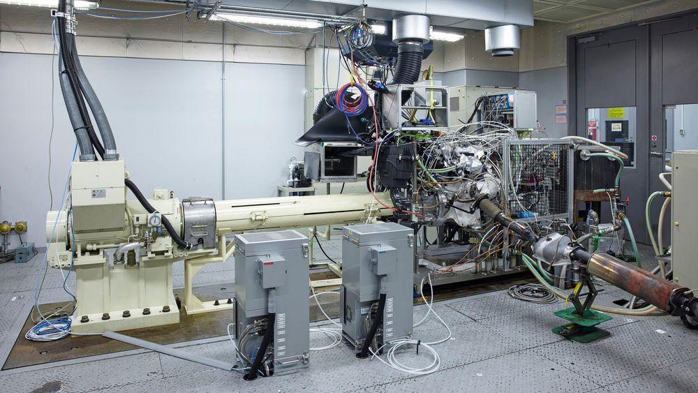 Litt igjen: Det tar nok litt tid fra resultatene i labben blir å finne i en e-power drevet bil.
