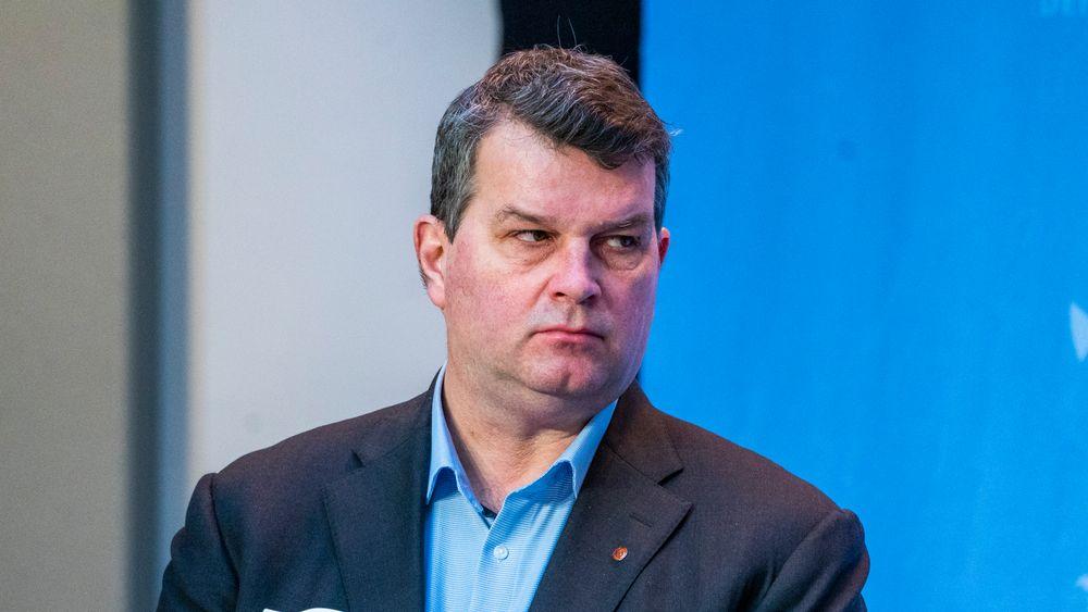 LO-leder Hans-Christian Gabrielsen døde tirsdag, 53 år gammel. Her deltar han i en pressekonferanse i Marmorhallen fredag.