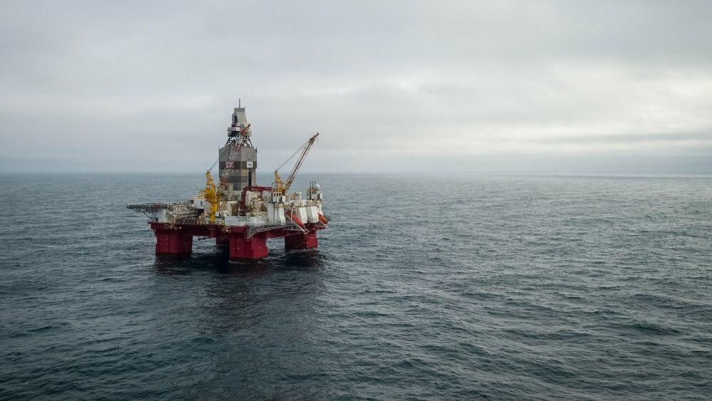 Equinor har funnet olje like i nærheten av Johan Castberg-feltet i Barentshavet. Brønnen ble boret av boreinnretningen Transocean Enabler.