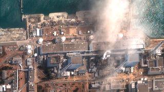 Satellittbilde som viste Fukushima Daiichi-atomkraftverket i Okuma i Fukushima tre dager etter katastrofen. Foto: Maxar Technologies via AP / NTB