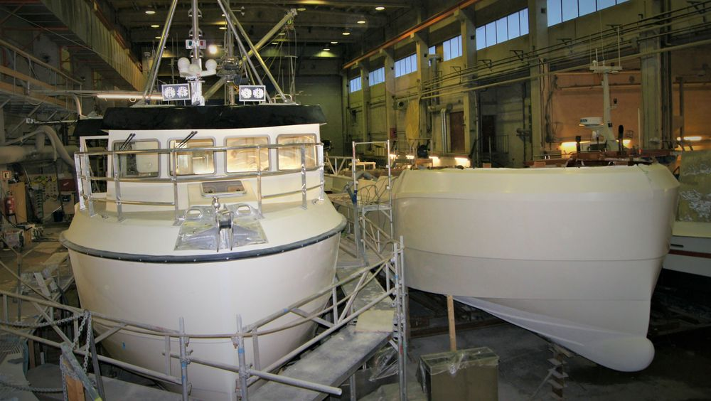 Sjøfartsdirektoratet bremser det grønne skiftet, ifølge Selfa-eier Erik Ianssen. Her er to hybridfiskebåter under bygging.