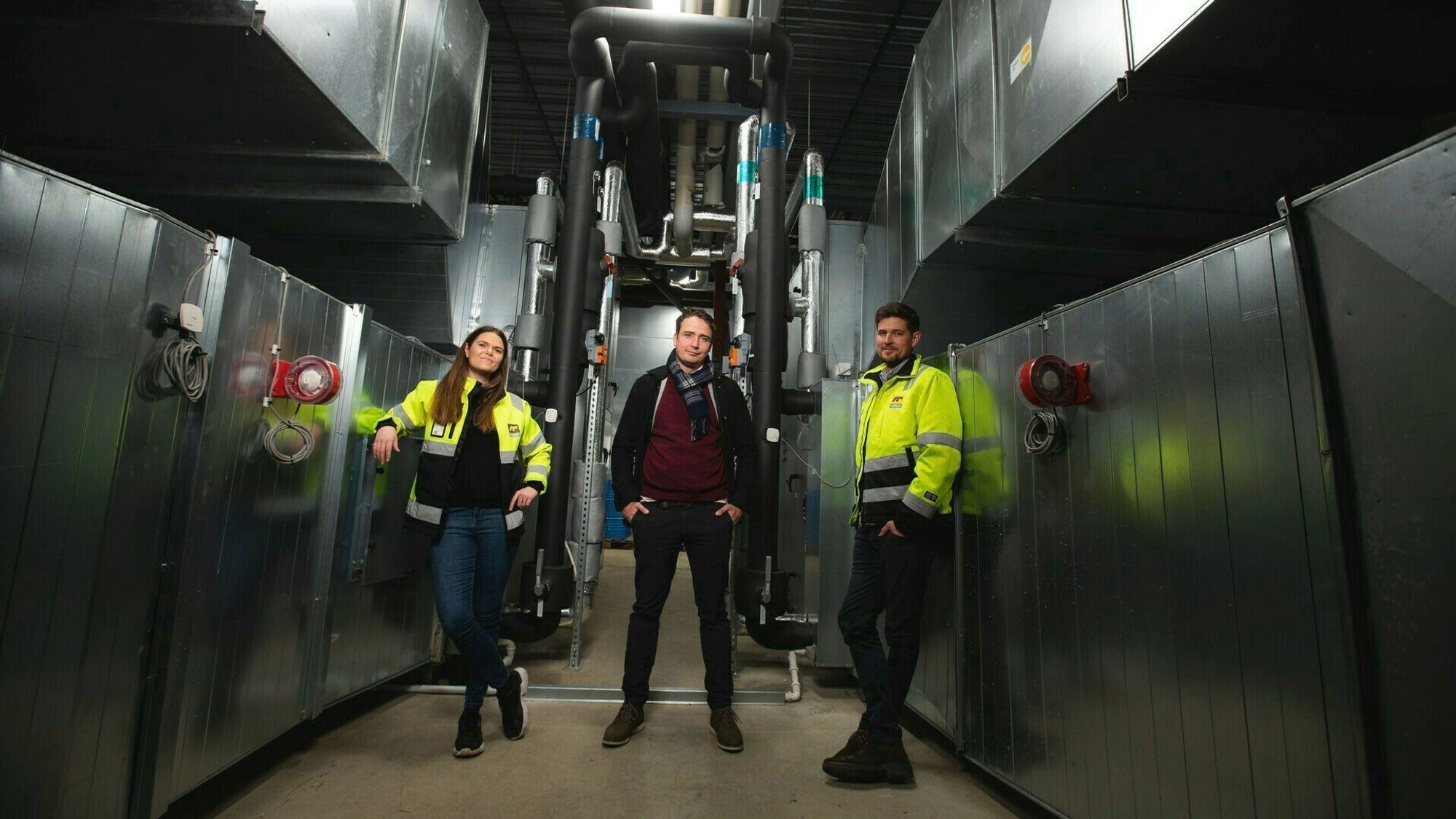 Jarle Andersen Aasness i Olav Thon Gruppens tekniske fagavdeling, flankert av Rikke Bjørnland og Luke Panton i AF Gruppen.
