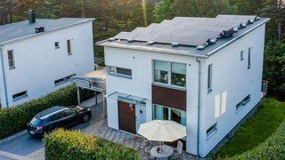 Hjemmebatteri for lagring av solenergi viser seg vanskelig å forsvare økonomisk i Norge.
