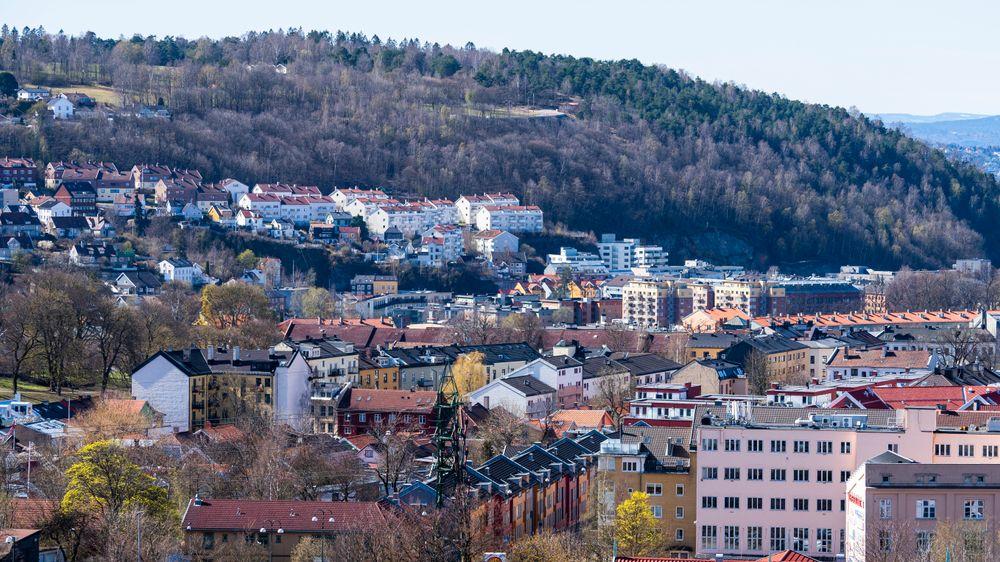 Boligutbyggerne mener boligbyggingen i Oslo vil avta de neste årene på grunn av få ferdigregulerte tomter der det kan bygges nye boliger. På bildet ser vi boligbebyggelse på Helsfyr, Vålerenga og Ekeberg i Oslo.