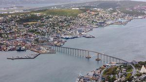 /2661/2661083/Puente_de_Tromso%2C_Tromso%2C_Noruega%2C_2019-09-04%2C_DD_34.300x169.jpg