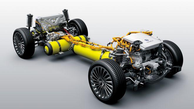 Toyota får indirekte knallhard kritikk av konkurrenten Volkswagen, for selskapets satsing på hydrogenbilen Mirai.