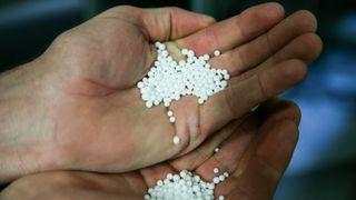 Disse kulene er ekspandert polystyren og skal snart bli en del av et isoporprodukt.