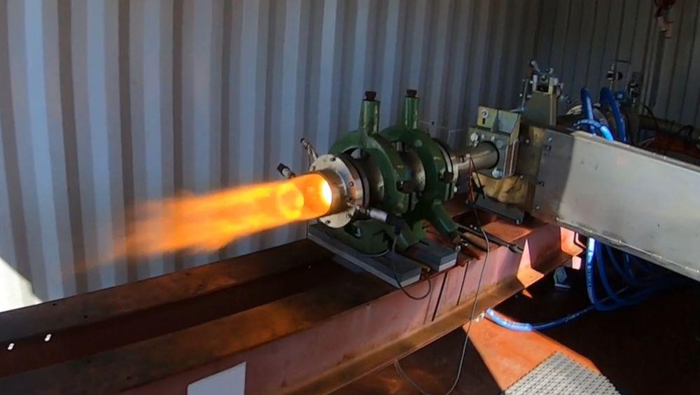 Ramjet-testing på Raufoss. Dette er motoren som skal sitte bak på 155 mm artilleriammunisjon.
