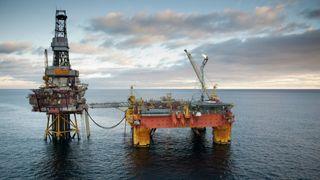 68.000 tonn med plattform: Equinor har tildelt oppdraget med å fjerne Veslefrikk og Heimdal