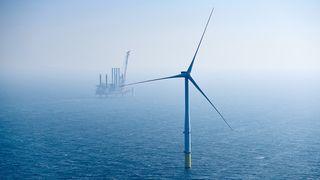 Halvert utslipp med havvind – neste skritt for britene er å forby fossilbiler og satse milliarder på hydrogen