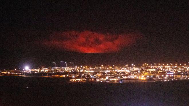 All flytrafikk innstilt: Vulkanutbrudd nær Reykjavik