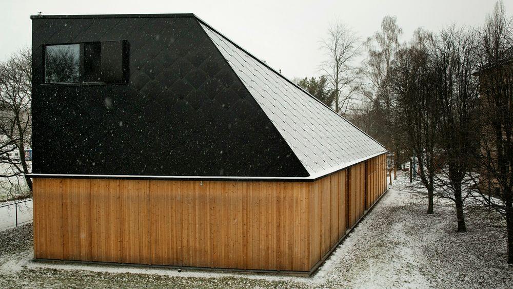 Klimahuset er tegnet og lagt slik at de integrerte solcellene i taket skal få størst mulig virkningsgrad på dagtid. De øvrige delene av taket har ikke solceller.