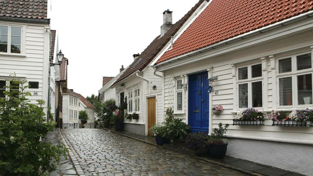 Gamle Stavanger likner mye på smågatene i søvnige sørlandsbyer, med sine små, hvite hus. Men de må for all del ikke bli for moderne.