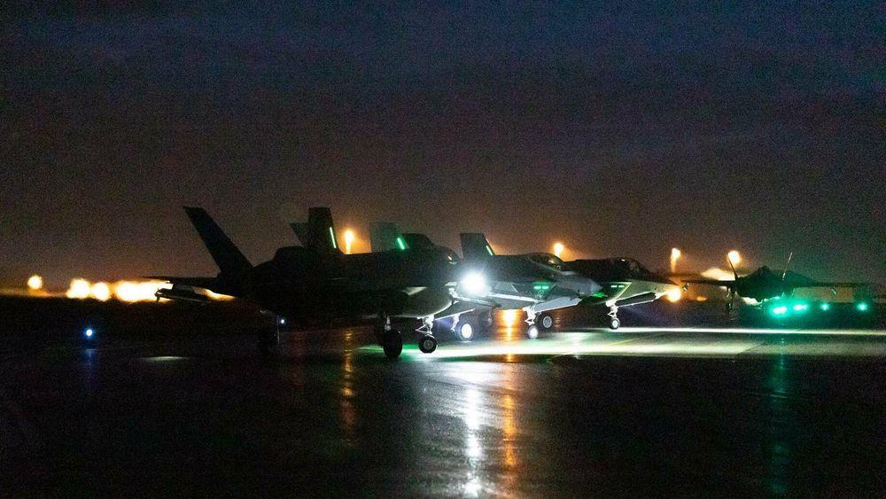 De fire F-35A-flyene fra 332 skvadron, som for tida er stasjonert på Keflavik, deltok fredag kveld i samtrening med både B-1 og B-2.