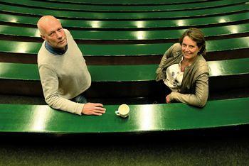 Knut Mørken og Cathrine Wahlstrøm Tellefsen er primus motorer for at lærerne i ungdomsskolen og videregående skole får grunnleggende opplæring i programmering, slik at de skal bli trygge nok til å undervise programmering i fagfeltene sine.