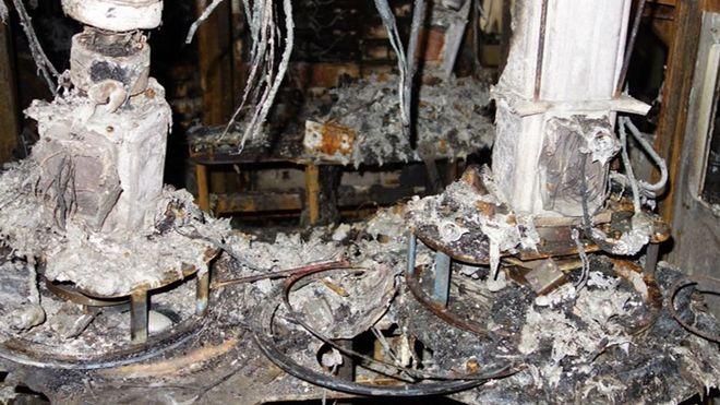 Brannskadd utstyr hos for produksjon av halvledere i N3-bygningen ved Naka-fabrikken til Renesas Semiconductor Manufacturing.