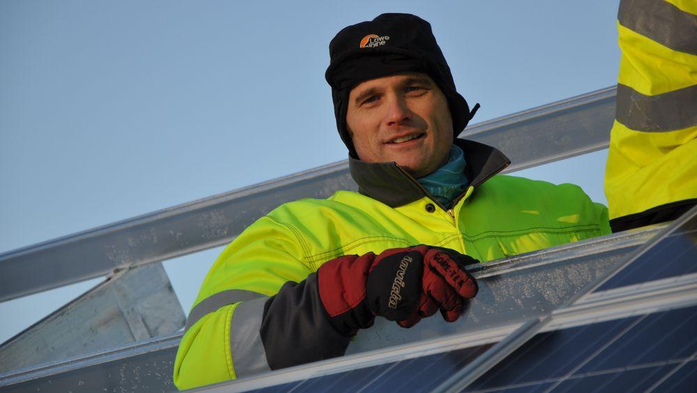 Bjørn Thorud leder solenergi-arbeidet i Multiconsult. Han mener at solceller og solfangere på bygg vil være en god løsning i Longyearbyen.