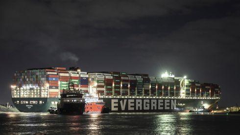 Skipet som har blokkert flere hundre skip i Suezkanalen er endelig løs