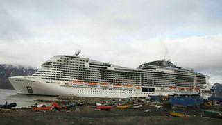 Vil forby skip med tungolje å ferdes rundt Svalbard