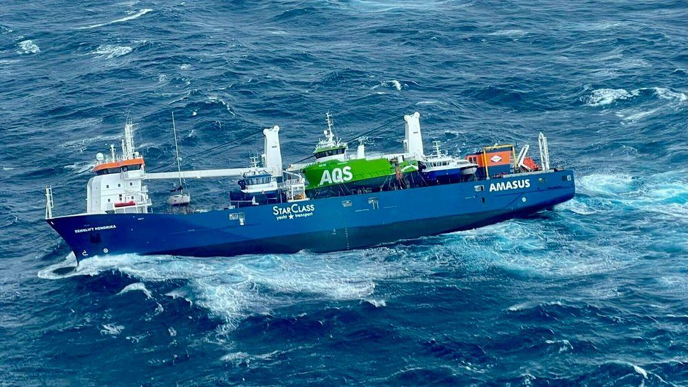 Det nederlandske lasteskip Eemslift Hendrik som har fått slagside i Nordsjøen og har sendt ut en nødsignal etter at lasten har forskjøvet seg.